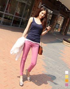 Today's Hot Pick :ヴィヴィッドカラーコットンスキニーパンツ【BAGAZIMURI】 http://fashionstylep.com/SFSELFAA0021340/bagazimurijp/out ベーシックなカラースキニーパンツ☆ 春夏にぴったりのヴィヴィッドカラーがポイントです。 軽く薄手の綿素材で暑い季節にも快適です♪ スパン配合のストレッチ素材で足首までしっかりフィット!! シンプルでどんなコーデとも好相性です◎ ホワイトカラーは若干透け感がありますのでご参考ください。