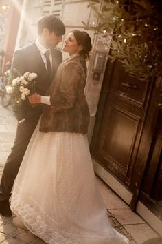 vintage paris wedding, in a swiss dot dress and fur coat- PERFECTION Winter Maternity Outfits, Winter Outfits Women, Winter Fashion Outfits, Wedding Coat, Big Wedding Dresses, Parisian Wedding, Winter Wedding Colors, Winter Wonderland Wedding, Vintage Bridal