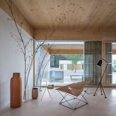 Marià Castelló designs Ibiza retreat formed of five bright white volumes Contemporary Architecture, Contemporary Design, Amazing Architecture, Hotel Ibiza, Wooden Screen, White Paneling, Japanese House, Built In Storage, Sliding Glass Door