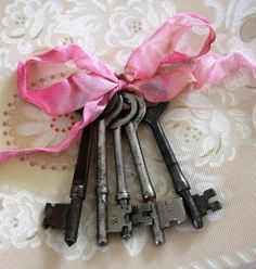 I just bought a set of these this weekend at Round Top now - I need to do this - so cute with the pink ribbon!