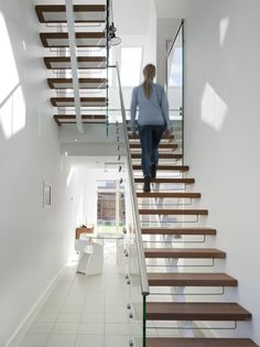 Then here's a tip for the staircase: By keeping the staircase transparent – will float through the steps and brighten up the room for a healthier and brighter home. Bright Homes, Home Again, Natural Light, Stairs, Minimalist, House, Inspiration, Design, Home Decor