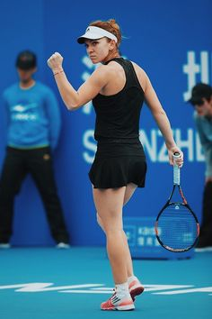 Tennis star Simona Halep Body Measurements Height Weight Bra Size Age Facts along with her family wiki, hair eye color, bra cup, shoe size, ethnicity and vital stats can be found in this article. Sport Tennis, Play Tennis, Divas, Tennis Association, Petkovic, Simona Halep, Professional Tennis Players, Tennis World, Champs