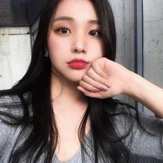 Pretty Asian, Beautiful Asian Girls, Long Curly Hair, Curly Hair Styles, Korean Beauty, Asian Beauty, Korean Ulzzang, Uzzlang Girl, Cute Korean Girl