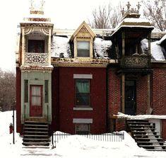 https://flic.kr/p/7FTe4q   Montréal, 20 fév. 2009. Le 2279, rue Coursol.   Sud-Ouest de Montréal / Coin Nord-Est des rues Dominion et Coursol. Les balcons de dentelles. Construction: vers 1875.