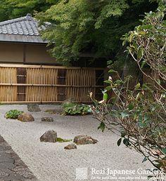 Nanzenji-gaki (南禅寺垣), Fence of the Nanzen-ji temple in Kyoto Japanese Gate, Japanese Bamboo, Japanese Style, Bamboo Wall, Bamboo Fence, Garden Fencing, Garden Landscaping, Zen Gardens, Japanese Gardens