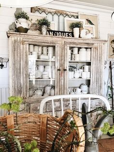 35 Ways to Welcome Spring in Farmhouse Style. There are numerous great farmhouse tips you could incorporate into your spring decoration! These are light bodied and won't have […]. Foyer Decorating, Decorating Ideas, Cottage Style, White Cottage, Farmhouse Chic, White Farmhouse, Eclectic Decor, Home Decor Styles, Scale