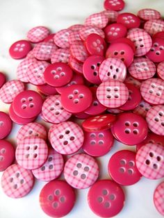 Buttons 100 RASPBERRY PINK Gingham plaid Buttons 1cm