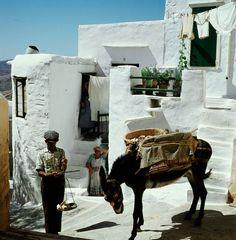 Εντυπωσιακό έγχρωμο φωτογραφικό οδοιπορικό στα Ελληνικά Νησιά την δεκαετία του 70.  Με τον φακό του Konrad Helbig από το DeutscheFotothek.