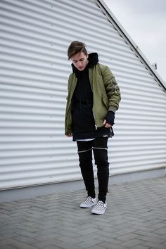 Best Street Style Outfit Ideas for This Winter Men's 64 Winter Mode Outfits, Winter Fashion Outfits, Moda Streetwear, Streetwear Fashion, Vans Outfit Men, Urban Fashion, Mens Fashion, Outfits Hombre, Green Bomber Jacket