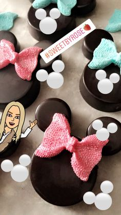 Minnie Mouse chocolate covered Oreos #chocolates Chocolate Dipped Cookies, Chocolates, Minnie Mouse, Cupcakes, Sweets, Rose, Desserts, Crack Cake, Tailgate Desserts
