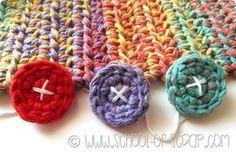 Scuola di Uncinetto: come fare dei bottoni facilissimi a crochet Loom Knitting, Knitting Patterns, Crochet Patterns, Freeform Crochet, Tapestry Crochet, Crochet Buttons, Crochet Stitches, Love Crochet, Knit Crochet