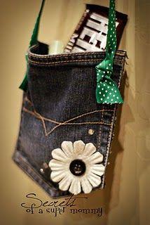 petit sac fait avec une poche de jean, bandoulière de ruban ou une chaine peut-être?
