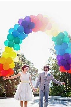 会場のみんながハッピーな気分♡「レインボーウェディング」で虹色に出来るウェディング小物まとめ*にて紹介している画像