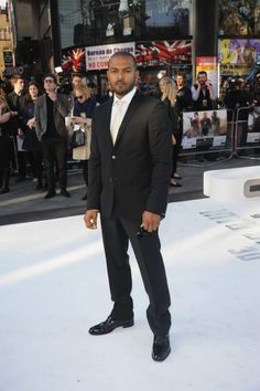 alum Noel Clarke looks awesome at the Star Trek: Into Darkness premiere. Noel Clarke, New Star Trek, Star Trek Into Darkness, Weird Science, Benedict Cumberbatch, Perfect Man, Doctor Who, Rock And Roll, Gentleman
