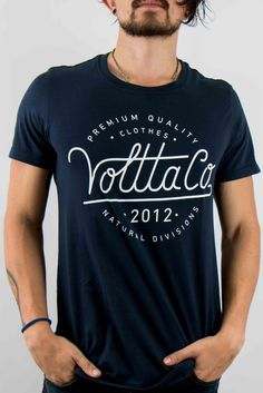 Camisetas Para Hombre - Camiseta Volttaco Azul – urbanwearco Cool Shirt Designs, Design T Shirt, Cool Tees, Cool T Shirts, Tee Shirts, Men Street, My T Shirt, Mens Clothing Styles, Shirt Style