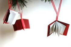 I wish I had seen these Christmas mini book ornaments a month ago!