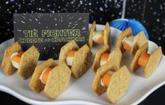 Tie Fighter cheese and crackers DIY instructions. Love this for a Star Wars party!