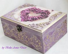 Small wooden jewelry box with pink roses, blue box, that is made to look old. Beautiful gift for girlfriend or a woman. Nice touch for your shabby home decor. Size 10/10/5 cm (4/4/2). The box is ready to ship. More boxes : https://www.etsy.com/shop/BellesAmiesDecor?ref=hdr_shop_menu§ion_id=18060368