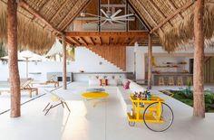 Cuando se diseña una casa de playa es posible encontrar diferentes estilos arquitectónicos, algunos se inclinan por lo ultra moderno y otros arquitectos prefieren diseñar una casa que se adapte al …