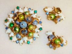1278~Unsigned High End Vtg Milk Glass Rhinestone Bead Brooch Earring Demi Set**