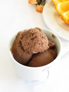 Vegan Chocolate Ice Cream... Dairy free chocolate ice cream sweeten naturally with dates. How nice is to prepare ice cream without any machine? It's very convenient. No churn is necessary. Just blend all healthy ingredients, freeze and enjoy.