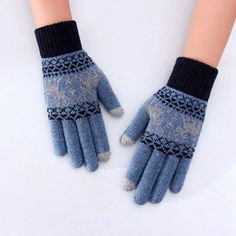 Christmas Deer, Winter Christmas, Best Winter Gloves, Easy Entry, Knitted Gloves, Christmas Knitting, Knit Fashion, Hand Warmers, Different Styles
