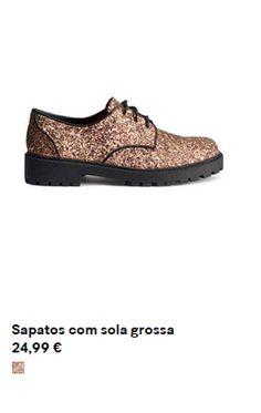 sapatos com sola grossa e padrão animal
