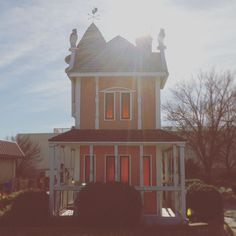 Hello foreboding little Victorian golf course house. I like you.  #tinyhouse #tiny #house #mini #minigolf #miniaturegolf #minigolfing #miniaturegolfing #fairfield #victorian #victorianhouse #ooh #yes #lovely #pink #orange #weekend #saturday #fun #scandia #adventure #wesanderson #lovethis #canilivehere #wraparoundporch #weathervane #pretend #makebelieve #want #ihavethisthingwithpink by blacksquirrelfabric
