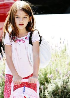 Suri Cruise: 7-year-old Daughter of Tom Cruise and Katie Holmes will Launch Her Own Fashion Line? [PHOTOS] - Entertainment & Stars