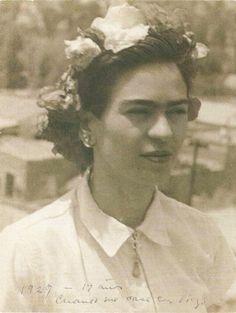 Frida Kahlo a los 19 años cuando se casó con Diego Rivero, 1929, por su padre Guillermo Kahlo