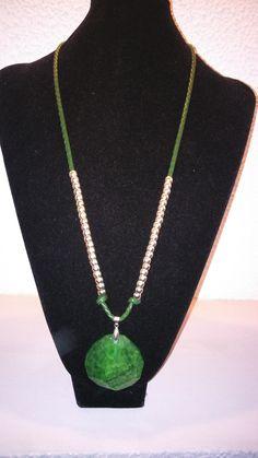 collar con piedra verde y plata