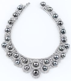 Pearls of any color with diamonds are stunning .....be still my heart!!!