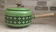 Vintage fondue pot avocado green mid-century modern pot camping pot, retro kitchen Fondue, Princess Kitchen, Cute Avocado, Vintage Canisters, Retro Toys, Wooden Handles, Vintage Pink, Vintage Kitchen, Mid-century Modern