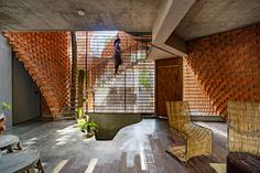 Gallery of Pirouette House / Wallmakers - 13 India Architecture, Architecture Office, Brick Architecture, Compound Wall, Floor Slab, Construction Firm, Curved Walls, Living Room Flooring, Brickwork