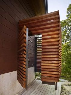 58 Unique And Functional Outdoor Shower Design Ideas Outdoor Shower Bathroom Design Of Wooded Hillside House By Charles Rose Architects In Massachusetts USA Outdoor Toilet, Outdoor Baths, Outdoor Bathrooms, Outdoor Rooms, Outdoor Living, Outdoor Ideas, Indoor Outdoor, Outdoor Furniture, Outside Showers