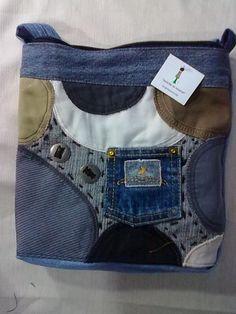 bolso de jean con trozos de diferentes colores