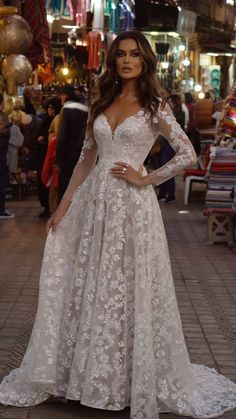 Lace Wedding Dress With Sleeves, Rustic Wedding Dresses, Wedding Dress Trends, Long Wedding Dresses, Wedding Dress Styles, Bridal Dresses, Wedding Gowns, Bridesmaid Dresses, Thai Wedding Dress