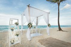 Love is in the sea breeze - Riu Palace Bavaro - Punta Cana - Dominican Republic - Weddings by RIU
