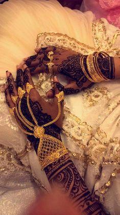Somali wedding jewellery and henna Hand Jewelry, Body Jewelry, Prom Jewelry, Wedding Jewelry, Somali Wedding, Jagua Henna, Pinterest Jewelry, Glitz And Glam, Mehendi