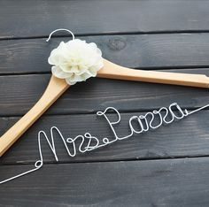 Todo lo que necesitas para tu boda entrando a bodaydecoracion.com Ganchos personalizados para tu Boda encuéntralos entrando a la liga: