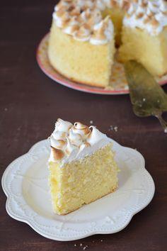: lemon muslin cake {wipe lemon cake} Source by Lililagourmande Sweet Recipes, Cake Recipes, Dessert Recipes, Cake Cookies, Cupcake Cakes, Lemon Chiffon Cake, Cakes Plus, No Sugar Foods, Pie Dessert