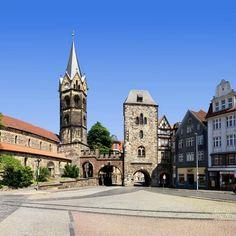 Nikolaikirche & Nikolaitor, Karlsplatz, Eisenach, Thüringen, Germany