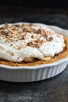 The most epic Banoffee Pie you'll ever try! A thick graham cracker crust is filled with dulce de leche and bananas, then topped with whipped cream and toffee bits. Did I mention this recipe is incredibly easy? Fruit Recipes, Pie Recipes, Baking Recipes, Dessert Recipes, Pie Dessert, Sweet Recipes, Cookie Recipes, Banoffee Cake, Sweets