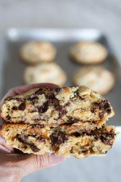 Bakery Chocolate Chip Cookie Recipe, Levain Cookie Recipe, Levain Cookies, Chocolate Chip Walnut Cookies, Chocolate Chips, Mint Chocolate, Big Cookie Recipe, Baking Recipes, Cookie Recipes