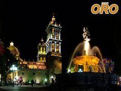 LA MEJOR RUTA DE AUTOBUSES. Si va de visita a la ciudad de Puebla, no puede dejar de visitar su hermosa catedral que data del siglo XVI, es considerada una de las más bellas e históricas del país por lo que ha sido declarada patrimonio de la humanidad. En Autobuses Oro le trasladamos de manera segura y confortable a disfrutar de la belleza del centro histórico de la Heroica Ciudad de Puebla. #autobusesapuebla