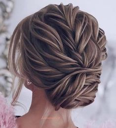 Pin by Alexis Cheek on Alyson's wedding in 2018 Pin by Grace Ho on hair for graduation in 2018 Party Hairstyles, Bride Hairstyles, Messy Hairstyles, Formal Hairstyles, Wedding Hair And Makeup, Bridal Hair, Hair Makeup, Wedding Updo, Coiffure Hair