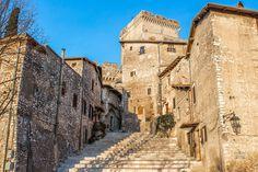 Sermoneta: cosa vedere dintorni Circeo - guida con foto e info utili per visitare Borgo di Sermoneta e Castello Caetani