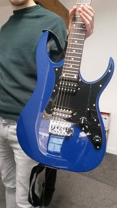 Cleaning and re-stringing a students lovely Ibanez Guitar today. It's so blue...and plays like a dream.