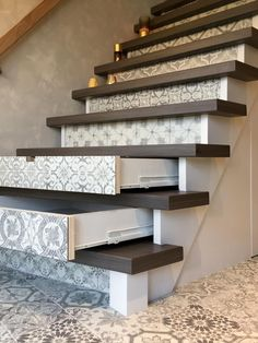 I chose this picture because there is movement in the stairs. Doing something like this to utilize your space even more is a great hack and I think it would be great if this became more popular. Staircase Storage, Stair Storage, Hidden Storage, Staircase Design, House Stairs, Diy Décoration, Interior Design Living Room, Home Remodeling, Interior And Exterior