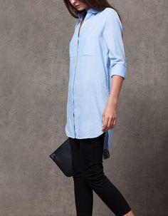 En Stradivarius encontrarás 1 Camisa larga con bolsillos para mujer por sólo 19.95 € . Entra ahora y descúbrelo junto con más CAMISAS.